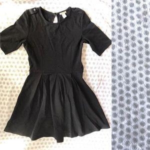 Short sleeved black dress - medium